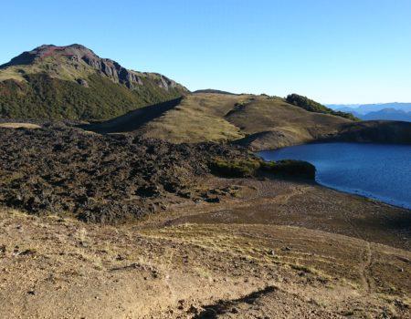 Laguna Azul y escorial de lava
