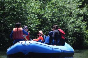 Balsa de rafting en el río Liucura