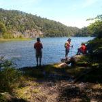 Lago Verde (Huerquehue) y turistas descansando