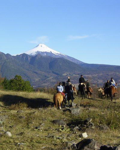 Caballos y vista al Volcán Villarrica