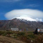 Volcán Villarrica en verano y con nube